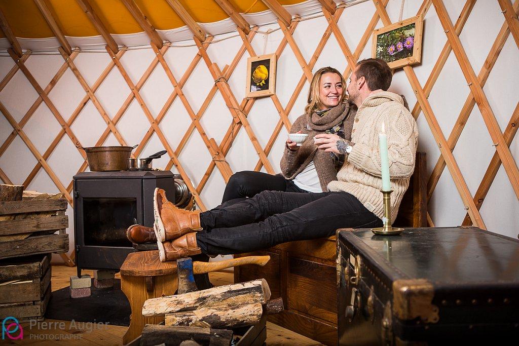 cosy couple engagement haute savoie neige photographe annecy saint pierre en faucigny save the date savoie std yourte